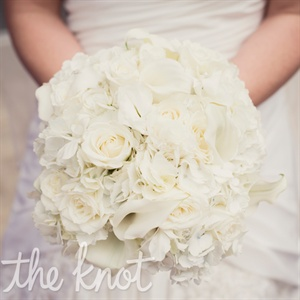 The bouquet included white roses, calla lilies, and hydrangeas.
