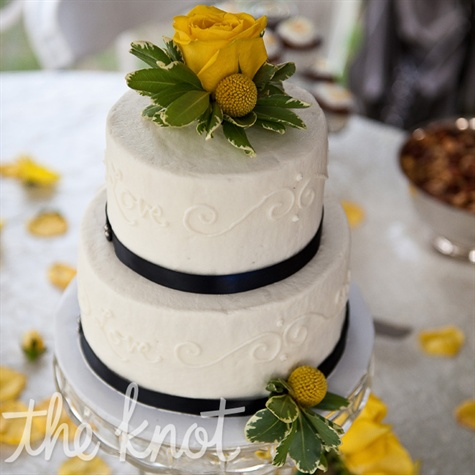 Blue and Yellow Vintage Inspired Wedding Cake