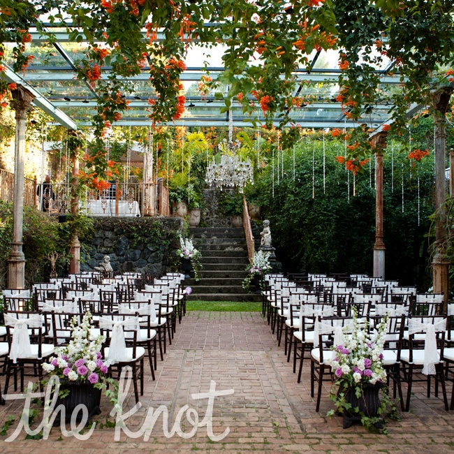 Haiku Mill is an antique sugar mill that has been lovingly restored. It is overgrown with beautiful vines and flowers with a huge mango tree out front. The ceremony was at 5pm just as the sun was going down. Chandeliers were hung from the roof which sparkled beautifully when it went dark.