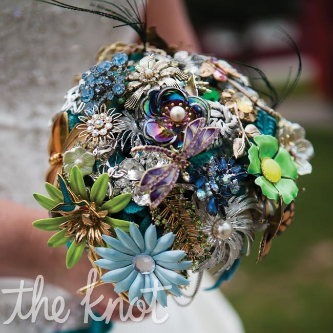 Amanda carried a bouquet she made out of family brooches, items she found at antique shops and charms that represented Alan's Jewish and Chinese heritage.