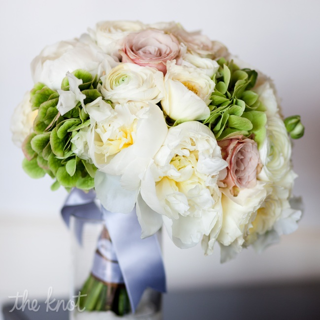 A slightly imprecise arrangement of peonies, hydrangeas and garden roses was reminiscent of the traditional English gardens that were typical of the 19th century.