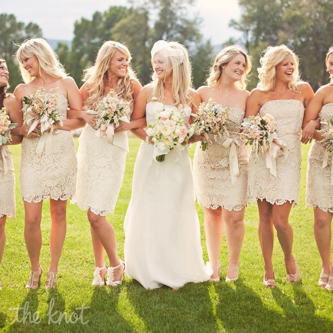 Wanting both a feminine and effortless look for her bridal party, Lindsey chose short lace sheath dresses.
