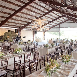 Earthy blooms and soft-ivory linens helped Lindsey and Billy achieve the rustic yet elegant vibe they were after.