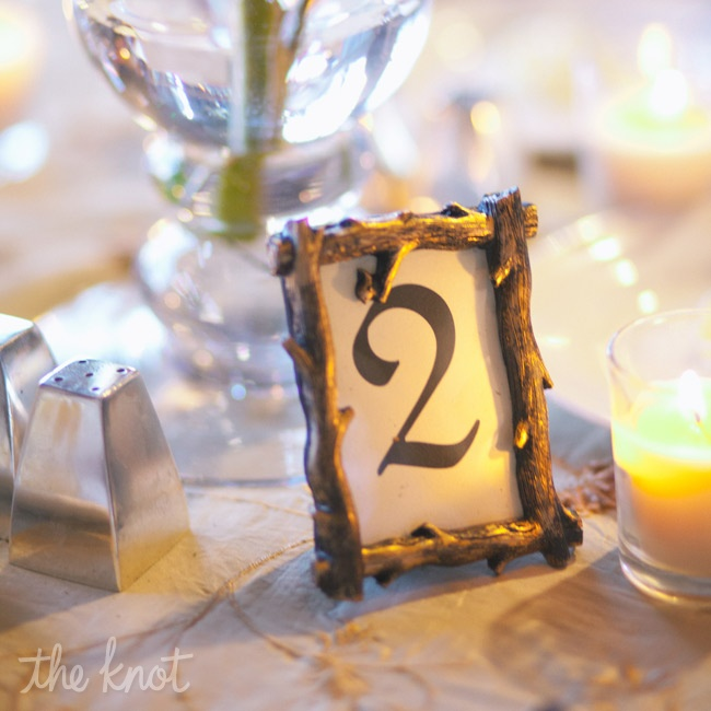 Table numbers displayed in branch-like frames gave a nod to the rustic locale.