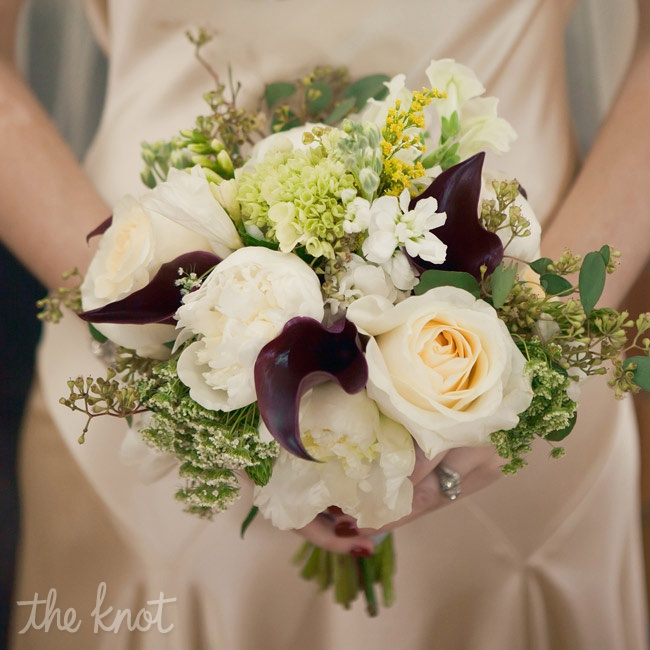 Anna's textural bouquet included lilies of the valley and peonies, along with a few burgundy calla lilies.