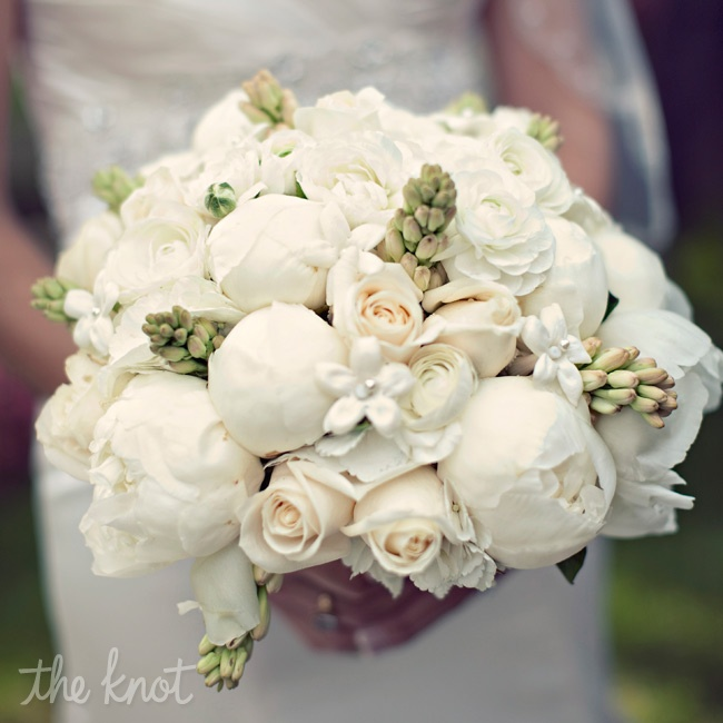 "Stephanie says she's ""passionate about peonies,"" so it only made sense that her bouquet was bursting with ivory ones."