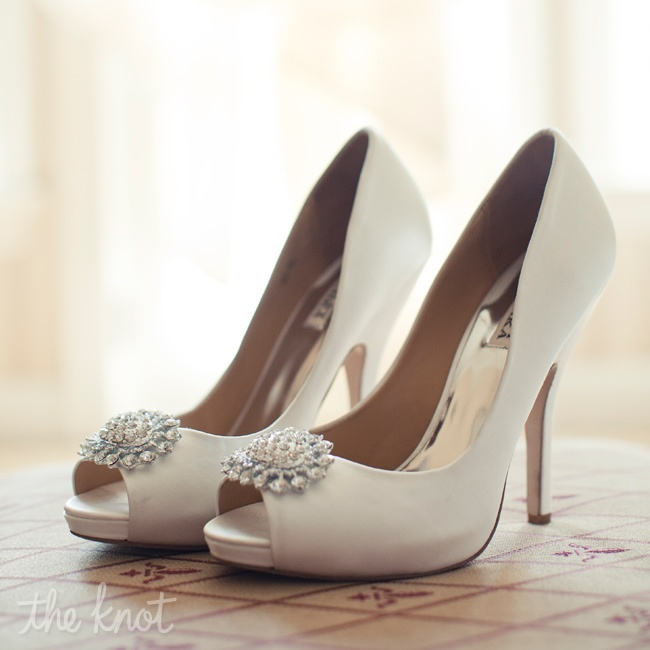 For added sparkle, Stephanie wore ivory peep-toe pumps with crystal starbursts on the toes.