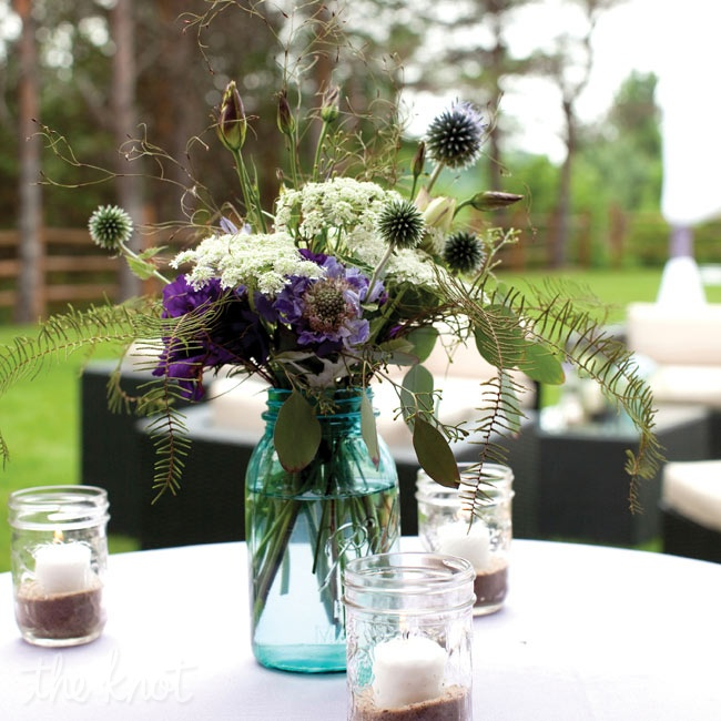Various wildflowers and candles in sand-filled Mason jars matched the outdoor setting.