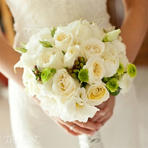 Danielle chose white roses and calla lilies with little hints of green for her bridal bouquet. Since she had chosen bold colors for her wedding she wanted to choose something classic that would complement her gown.