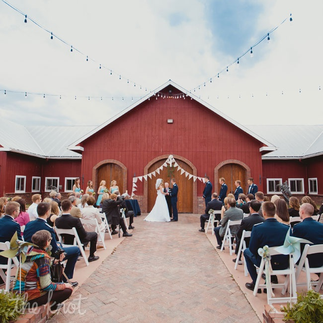 Missy and Kyle wed in front of the venue's barn doors. They decorated the altar space with burlap bunting.