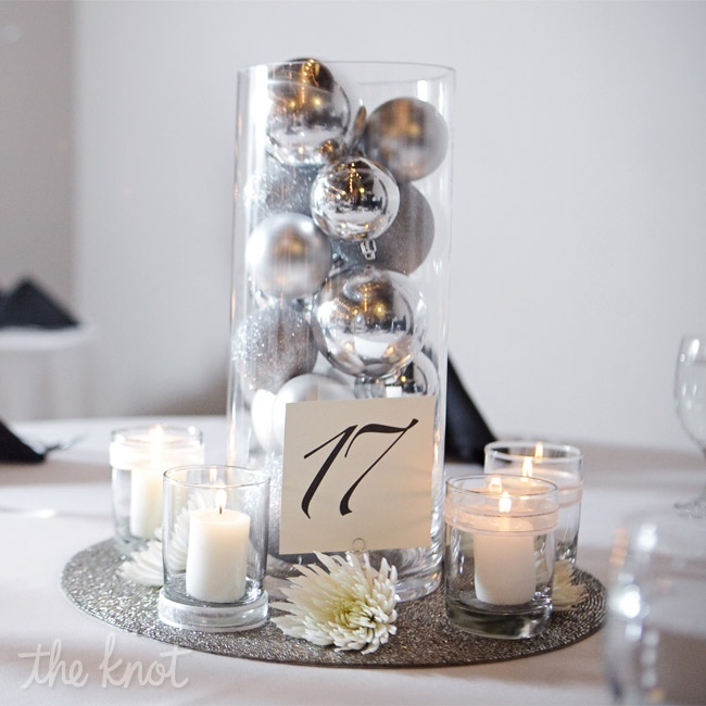As a nod to the holiday season, Heather and Jared topped their tables with cylinder vases filled to the brim with silver ornaments.