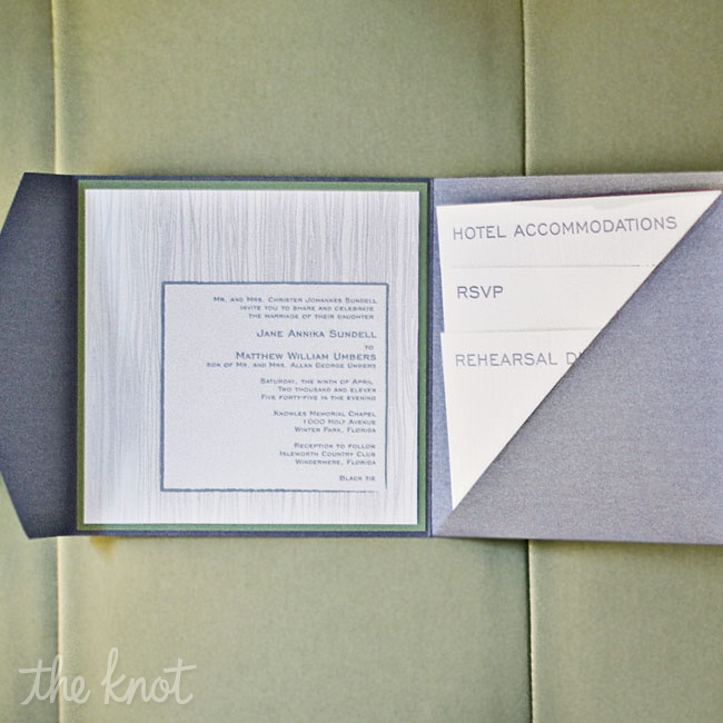 n keeping with the contemporary vibe, Annika and Matt chose to incorporate squares wherever possible, starting with the shape of their invitations.