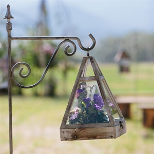 Antique Lantern Ceremony Decor