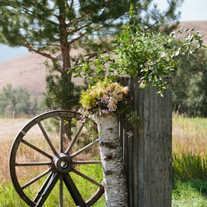 Wagon Wheel Ceremony Decor