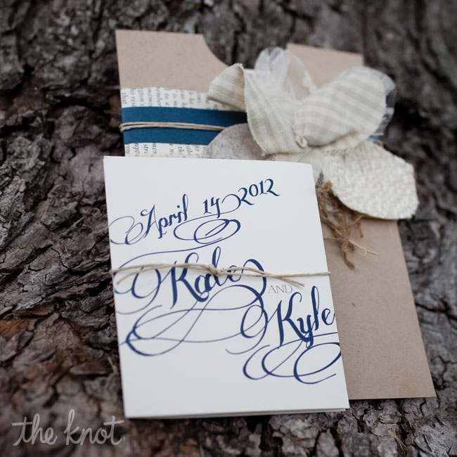 A navy font paired with brown kraft paper gave the invitations a classic yet rustic look.