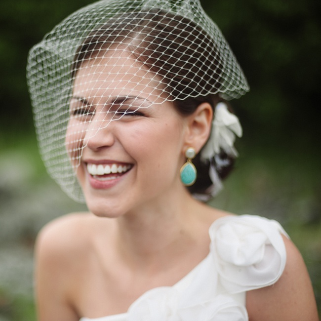 Elizabeth knew she wanted a bird cage veil and fell in love with the artistic talent of Twigs and Honey, an Etsy shop that specializes in bridal veils.