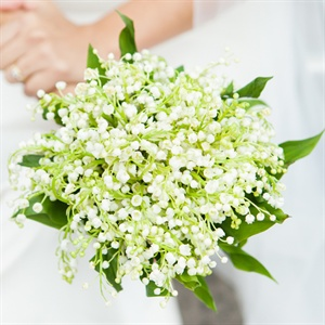 Mayra opted for a more delicate bouquet of baby's breath.