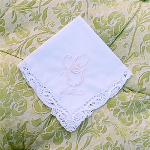 Caroline and James gave monogrammed and dated handkerchiefs to the bridesmaids and to each of their moms - a sweet touch to the day.