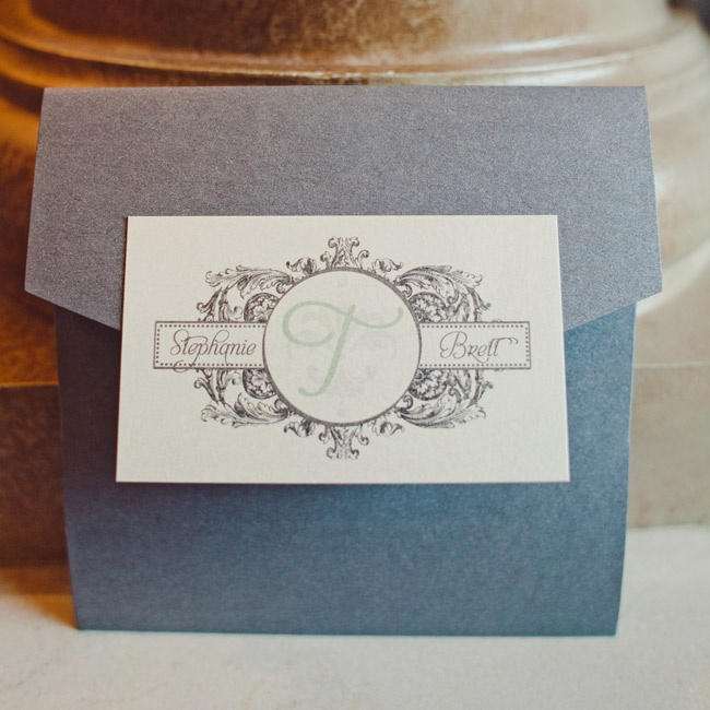 A luxe pocket-fold invite with an antique-inspired monogram embodied the vintage-glam theme.