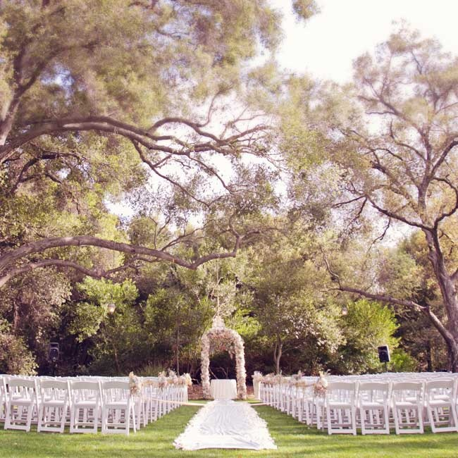 Alycia and Steven wed outdoors under the 300 year old oak trees at Temecula Creek Inn.