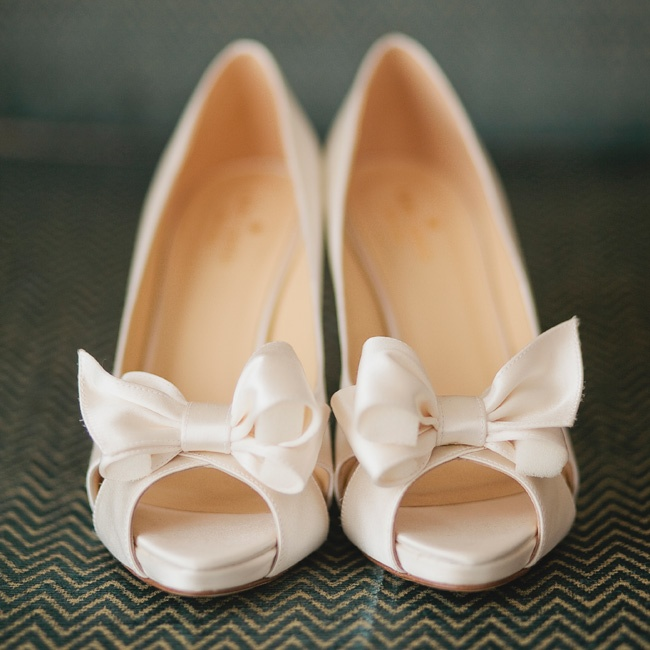 Lauren wore classic peep-toe pumps topped with sweet bows.