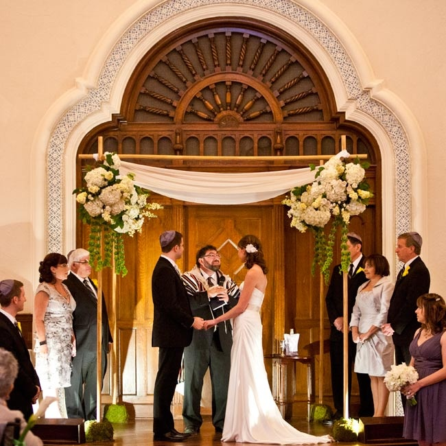 The couple was careful not to distract from The Parador's beauty and kept décor to a minimum, with just a few flowers on the huppah.