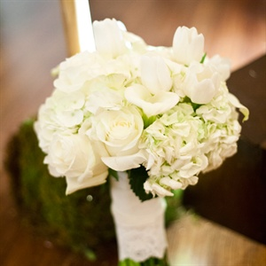 Jackie carried a simple white bouquet of roses, calla lilies, tulips and hydrangeas.