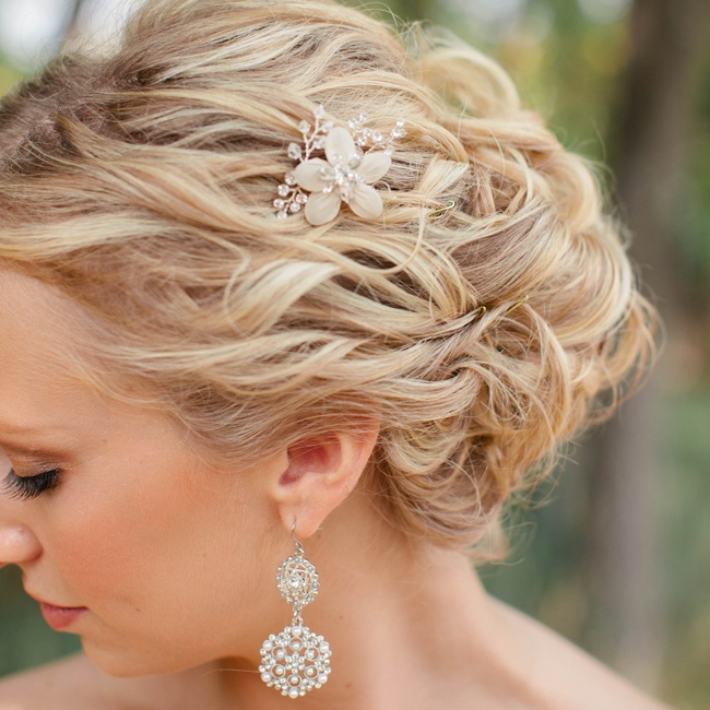 Andrea wore her hair up with a small floral hairpin and kept it curly for a natural look