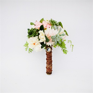 Silvia carried a mixture of cream and dusty pink dahlias, gardenias, maiden hair fern and succulents.
