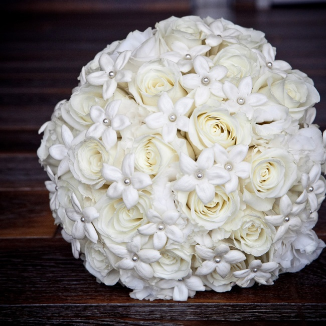 Wendi carried white roses and stephanotis blooms with pearls at the centers.