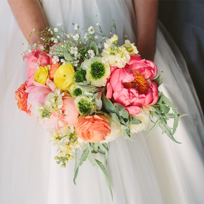 For a fresh, just-picked look, Megan carried a bright bunh of peonies, godetia, ranunculus and calendulas.