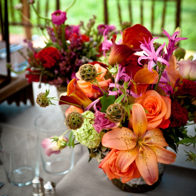 Vibrant arrangements of daylilies, roses, hydrangeas and calla lilies topped the tables.