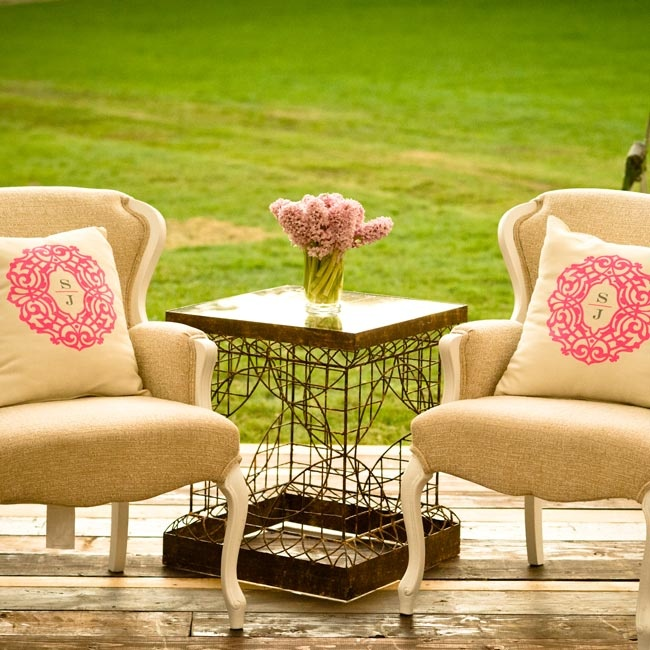 Two reception lounges were set up under the tent with plush furniture, coffee tables and couches.