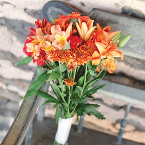 Following the autumn theme, Melissa carried an orange and red bouquet with daylilies and carnations.