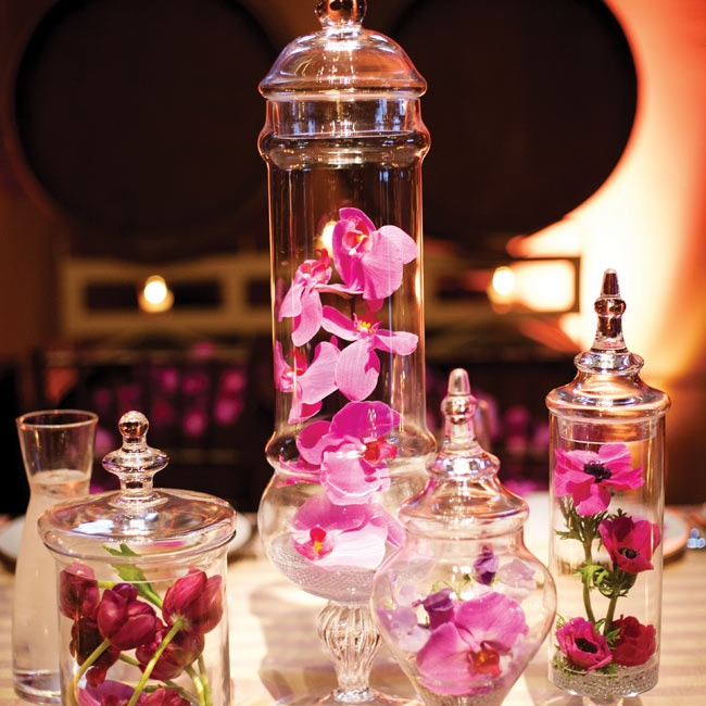 The head table featured an apothecary jar display with orchids, tulips and dianthus in shades of pink.