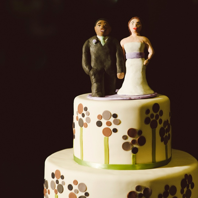 Clay cake toppers that Corinna made mimicked the couple's wedding day style.