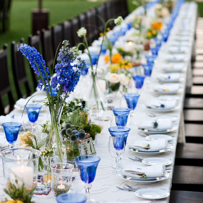 Cobalt-blue glasses popped against the white patterned linens and blended well with the short and tall florals.