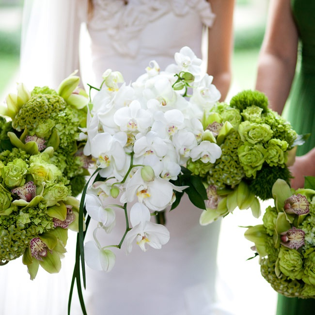 Jessica carried an all-white cascading bouquet of phalaenopis orchids (her favorite).