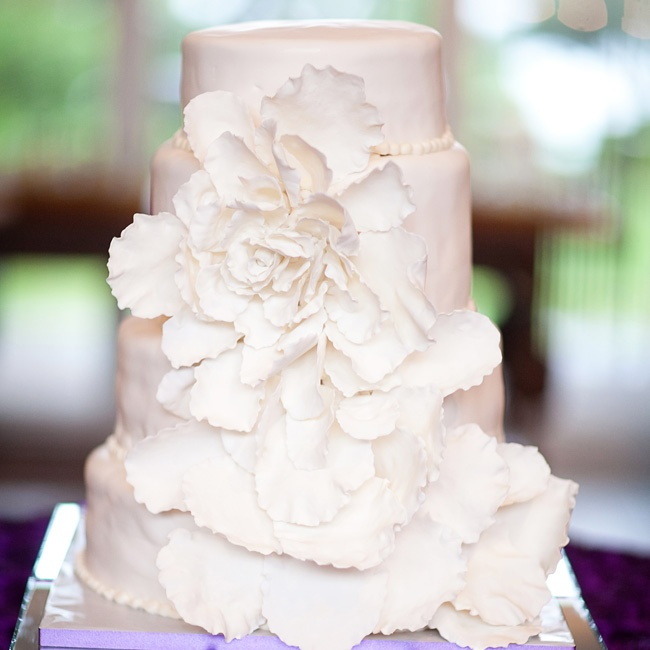 The four-tiered cake featured a showstopping fondant flower cascading down the front.