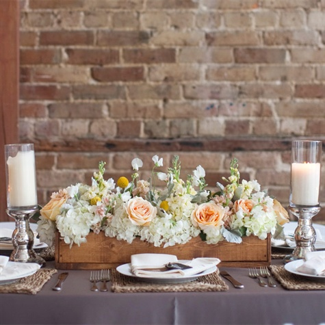 Head table decor ideas wedding ideas lux wedding florist for Centerpieces for wood dining table