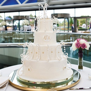Chandelier-shaped Cake