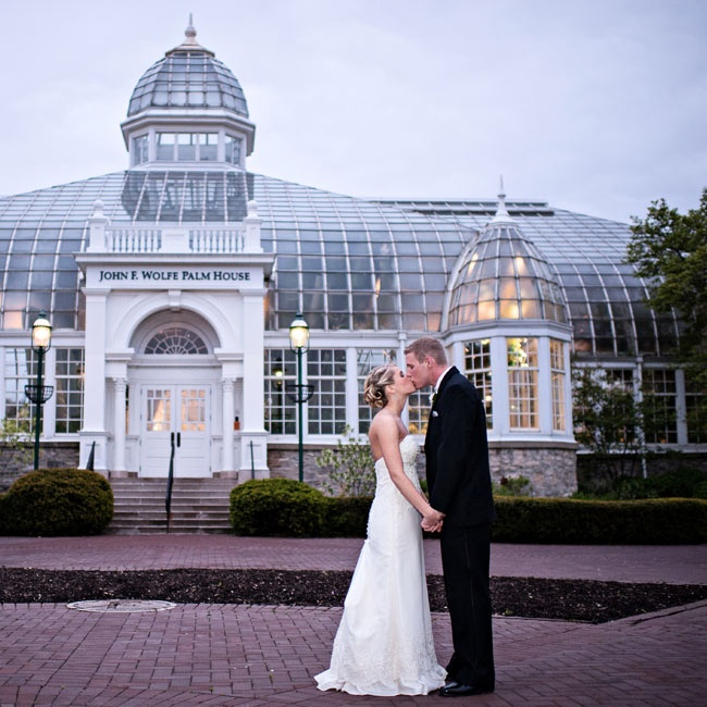 The couple chose Franklin Park Conservatory because of the beautiful setting and built-in character.