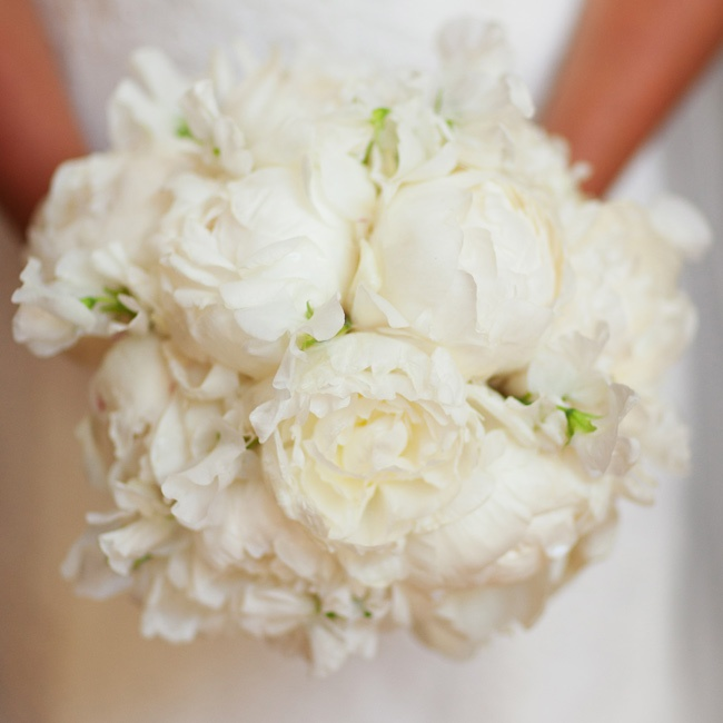 Kate carried an all-white bouquet of her favorite blooms: peonies.