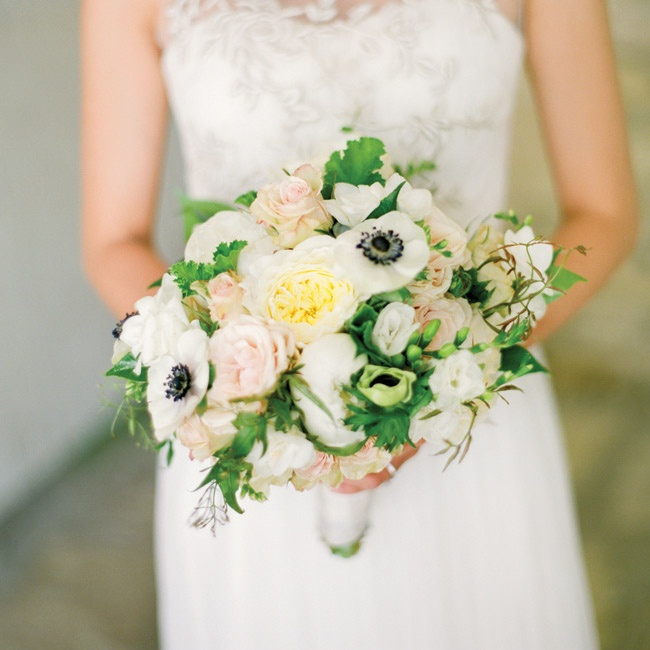 Stella carried a white, pale-yellow and light-pink bunch of garden roses, freesias and anemones.
