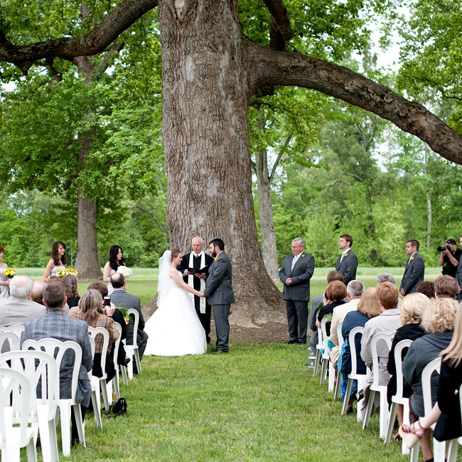 When Brittany and John toured the Kinloch with the owner, she told them about the wonderful history surrounding the property. The couple chose a large oak tree in the front yard for the ceremony. The weather was questionable on the day of the wedding, but everything fell into place and they were able to exchange vows under the massive oak.