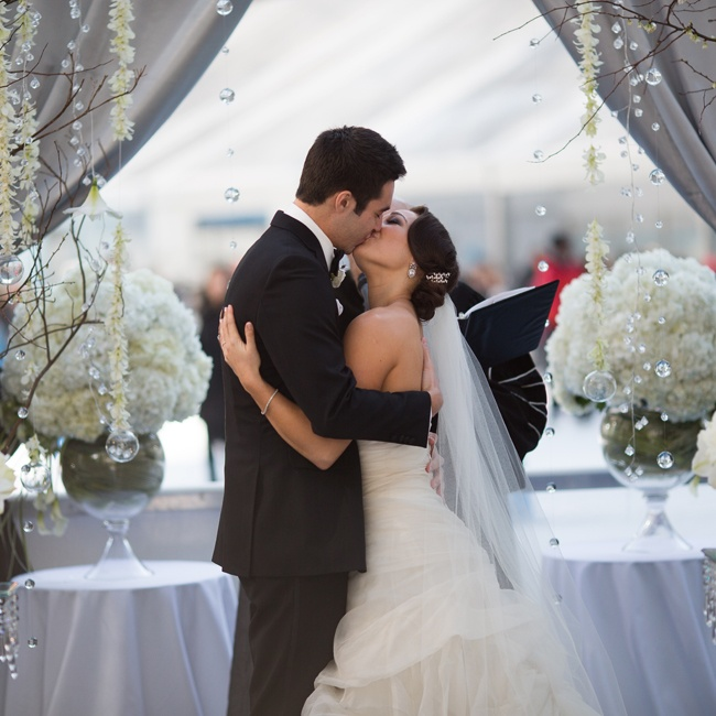 The couple kissed to seal their newlywed status!