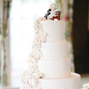 Jenny's grandfather's vintage bride-and-groom cake topper decorated the four-tiered confection.
