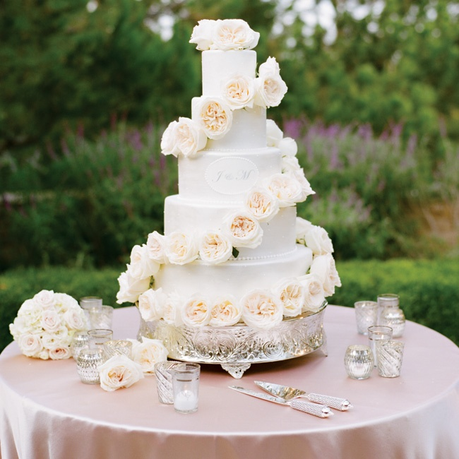 A trail of white roses