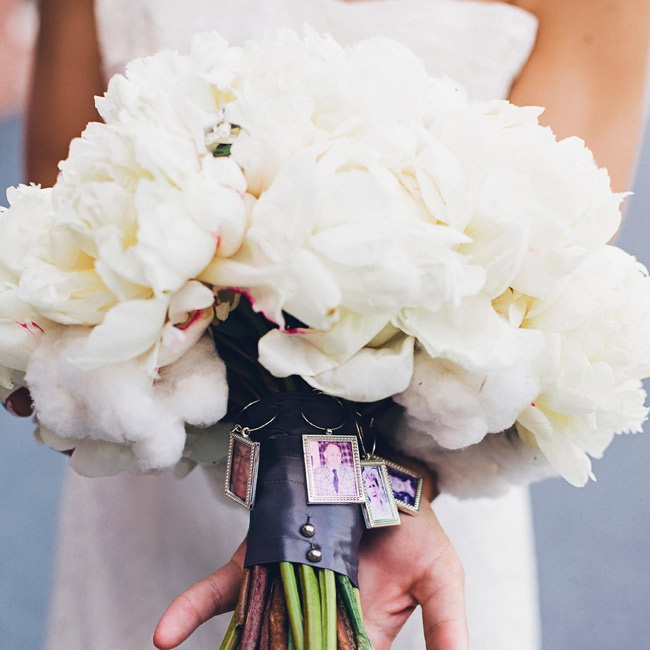 Sara's bouquet was a mix