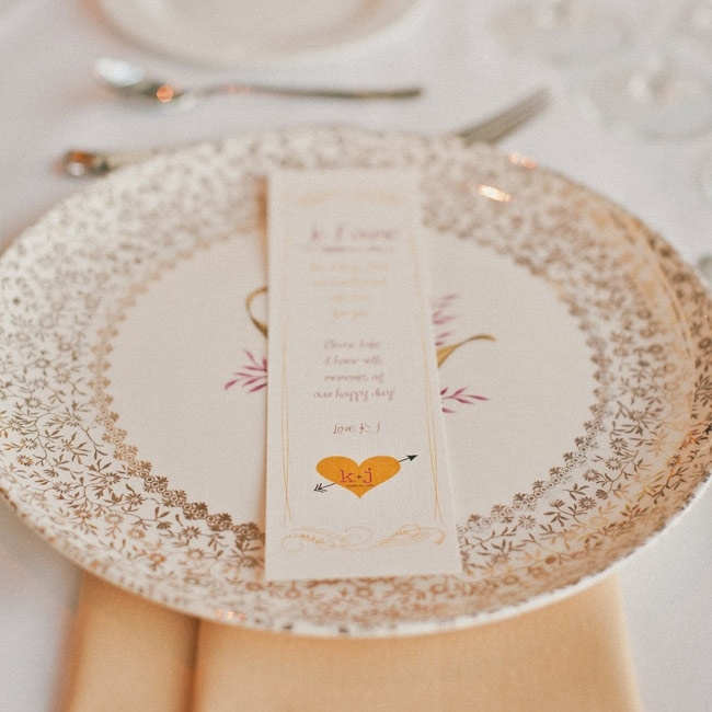Each guest found their own vintage plate to take home as a favor.